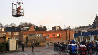 VIDEO. Sinterklaas maakt spectaculaire intrede in Alsemberg