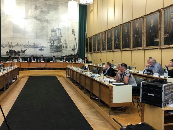 De oppositiebanken bleven leeg na het vertrek van sp.a