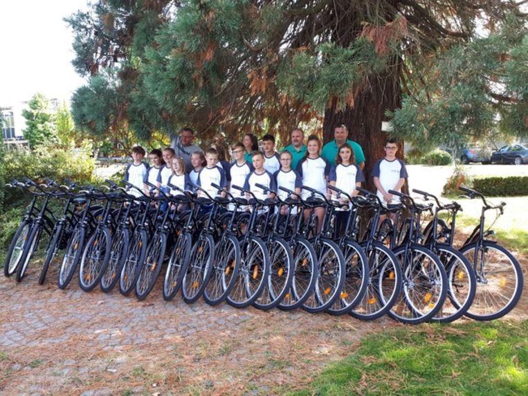 De twintig nieuwe fietsen.