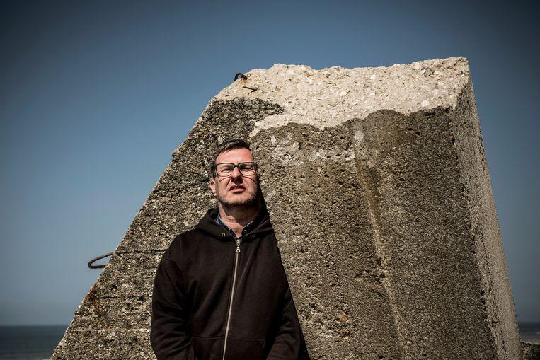 Jan Verheyen op het strand van Équihen-Plage. Beeld Diego Franssens