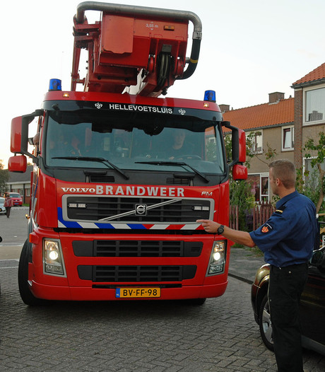 Brandweer is obstakels in straten Hellevoetsluis helemaal zat