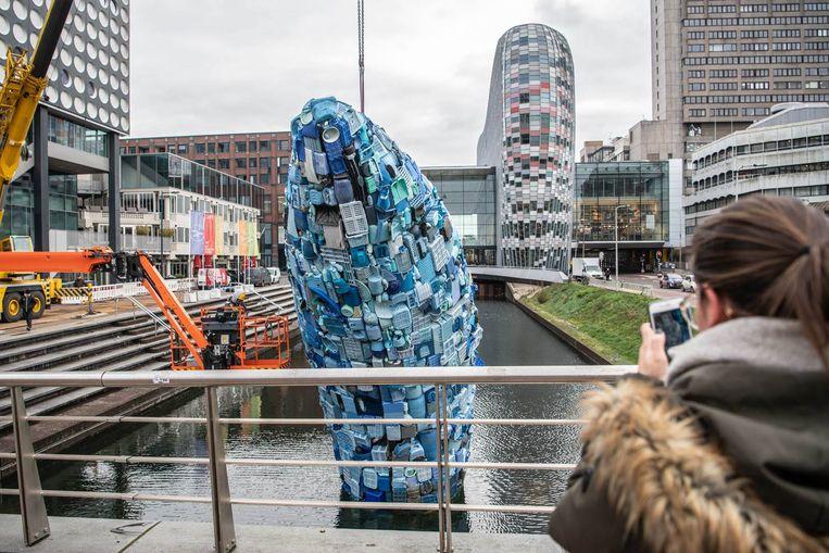 De vinnen ontbreken nog, maar het kunstwerk krijgt wel al vorm in Nederland.