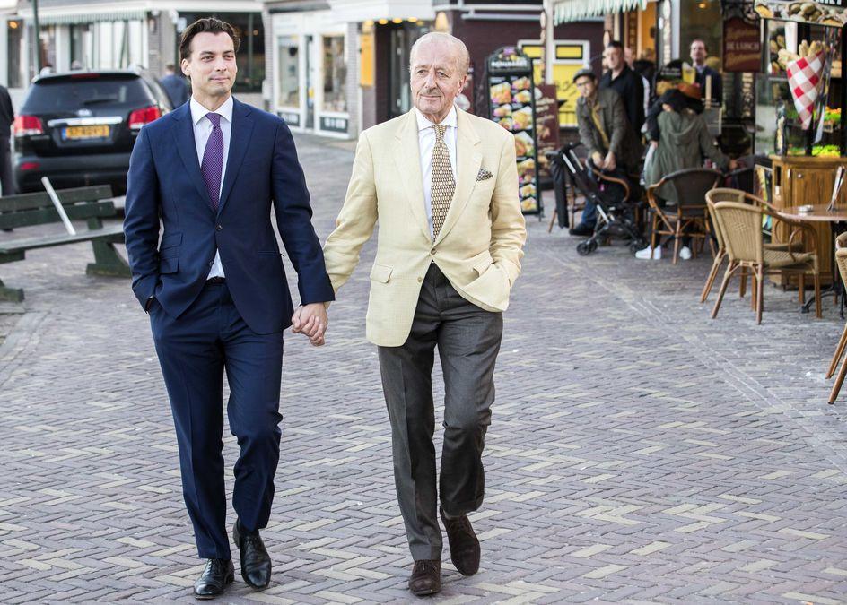 39 hand in hand lopende mannen zijn een succesvol symbool 39 trouw - Groen baudet meisje ...