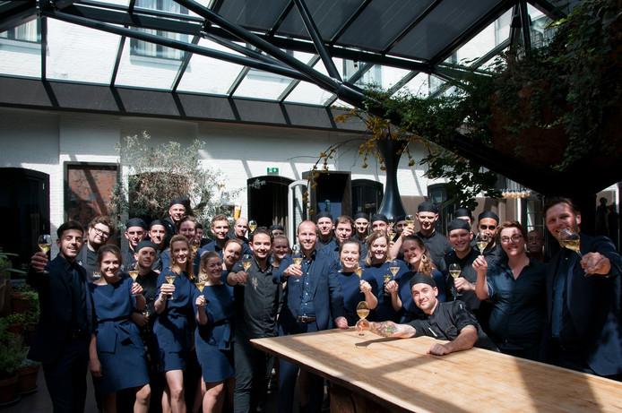 Het personeel van De Librije in Zwolle toost op de 46 plek van het driesterrenrestaurant in de gerenommeerde ranglijst The World's Best 50 Restaurants.
