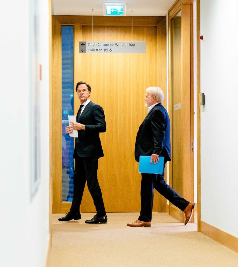 Premier Mark Rutte en Jaap van Dissel (RIVM) tijdens een eerdere persconferentie over de noodmaatregelen vanwege het coronavirus.  Beeld ANP