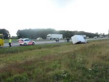 Dubbele file op A28 nadat vrachtwagens botsen bij De Wijk