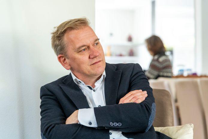 De huidige politiek vraagt om moedige Kamerleden, vindt Eppo Bruins. ,,Neem geen genoegen met een kluitje in het riet, laat je niet omver blazen.''