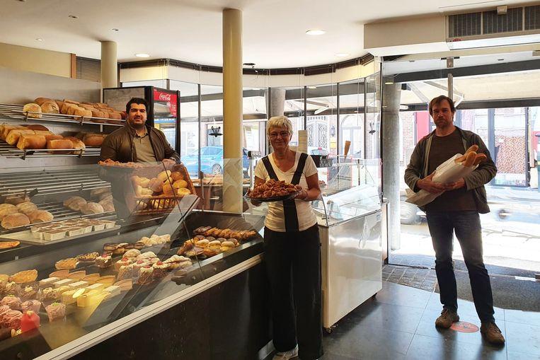 Bakker Abdel van bakkerij Bouakline met medewerkers van Teledienst Ninove vzw.
