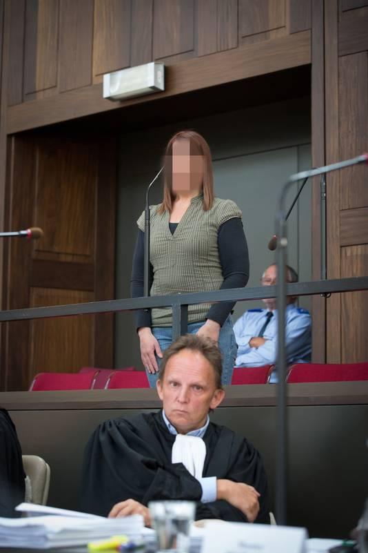 Beschuldigde Petra Vandenbussche en advocaat Johan Platteau.
