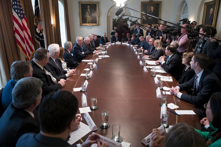 De Cabinet Room in het Witte Huis waar Trump met 25 Congresleden dinsdag overlegde om tot een compromis te komen over immigratie. Beeld EPA