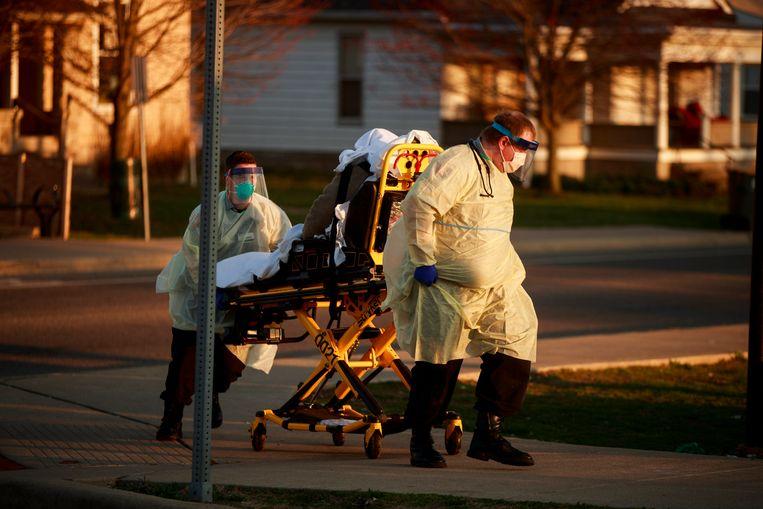 Een vrouw in Bloomington (Indiana) voelde zich slecht worden op straat.