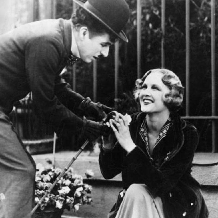 Het blinde bloemenmeisje in City Lights van Charles Chaplin. Beeld