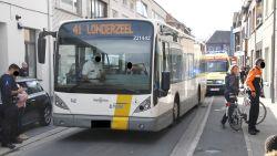 12-jarige fietsster gewond afgevoerd naar ziekenhuis na aanrijding met lijnbus