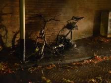 Scooter volledig uitgebrand in Breda