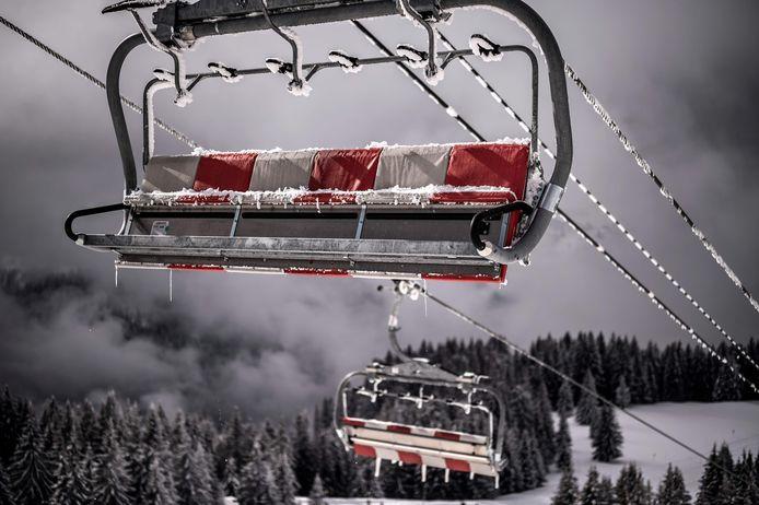 De skiliften in Avoriaz hangen er verlaten bij.