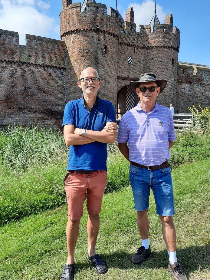 """Louis en Cornie Huizenga bij Kasteel Doornenburg. ,,De natuur is prachtig! Heel anders dan Drenthe. Het is hier weidser."""""""