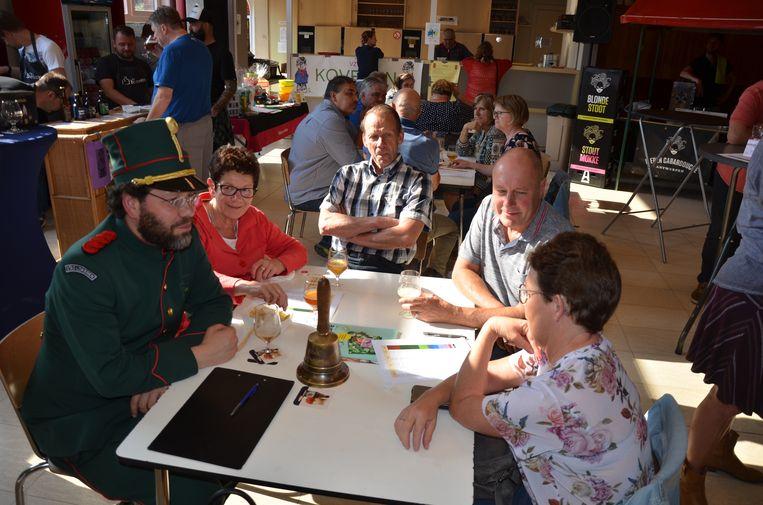 Ook de Lokerse belleman was aanwezig op het bierfestival.