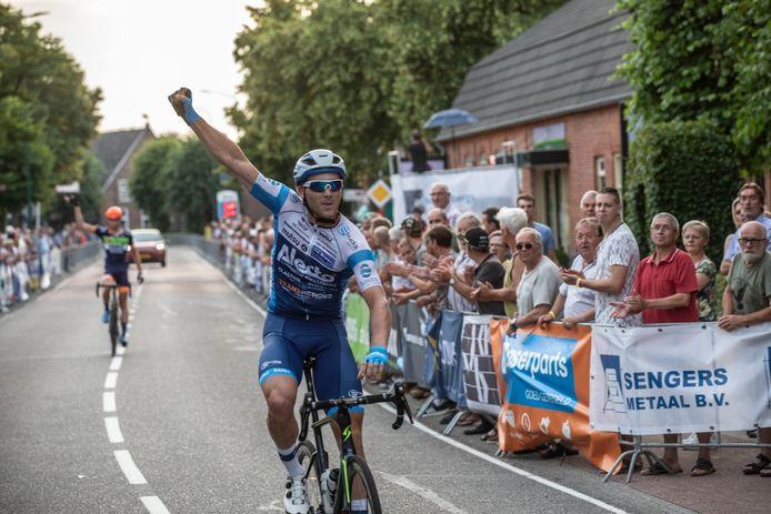 Coen Vermeltfoort pakte in 2019 de zege in Luyksgestel, dat jaarlijks duizenden mensen ontvangt tijdens de wielerronde.
