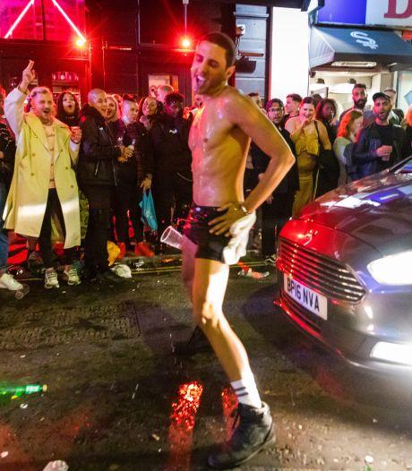 Britten gaan helemaal los nu pubs weer open zijn