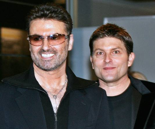 George Michael et Kenny Goss, à Tokyo, en 2005.
