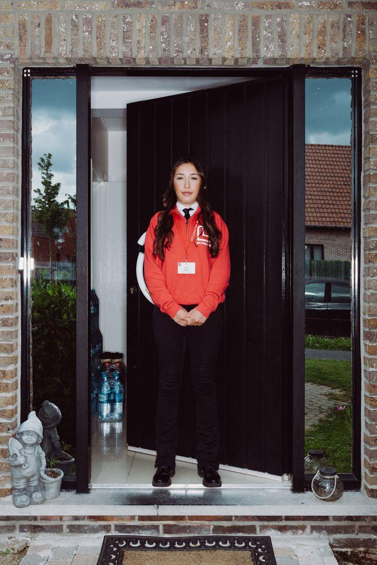 Pelin Yilmaz (22) start na de zomer als parkeerwachter: 'Nooit gedacht dat ik zo snel werk zou hebben.' Beeld Wouter Maeckelberghe