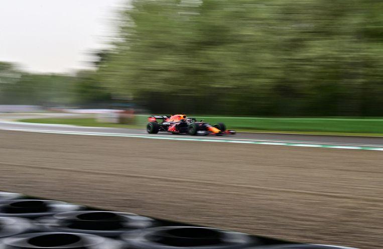 Red Bull's Nederlandse coureur Max Verstappen rijdt tijdens de Emilia Romagna Formula One Grand Prix op het Autodromo Internazionale Enzo e Dino Ferrari racecircuit in Imola, Italië. Beeld AFP