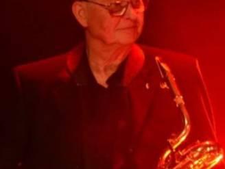 """Stichter van orkest The Sonny Boys (77) overleden: """"Hij was nooit ziek, maar corona kreeg hem wel klein"""""""