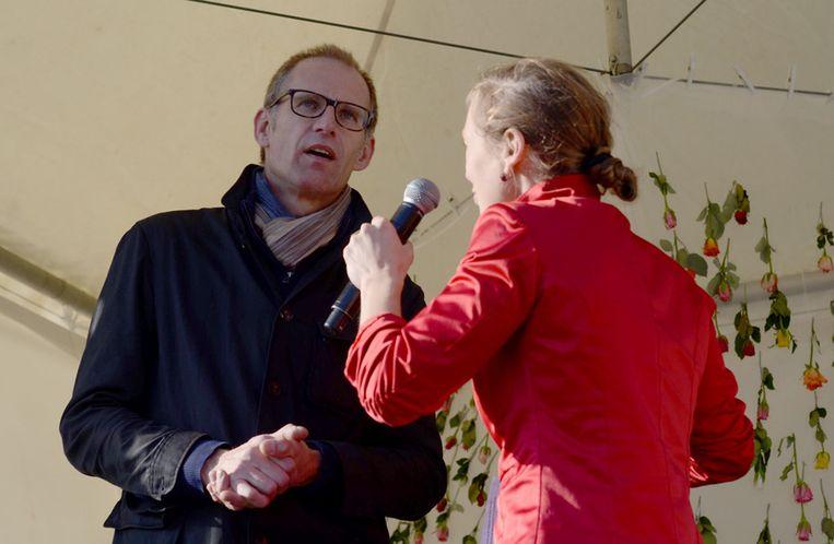 Natasja van den Berg interviewt fotograaf Corbino. Beeld Michael Schaap