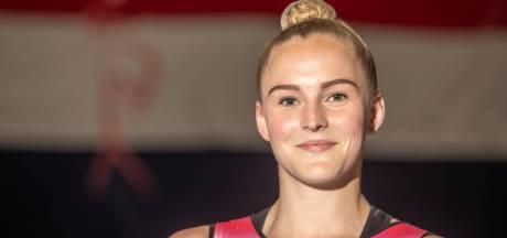 Het topsportleven van Romy (22) uit Rijssen betaalt zich uit: ze mag naar het WK Sportacrobatiek
