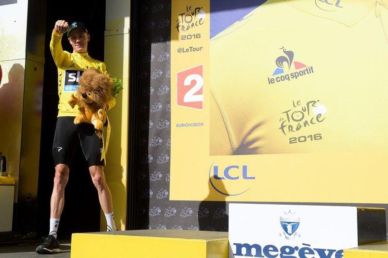 Chris Froome in zijn gele trui. Beeld belga