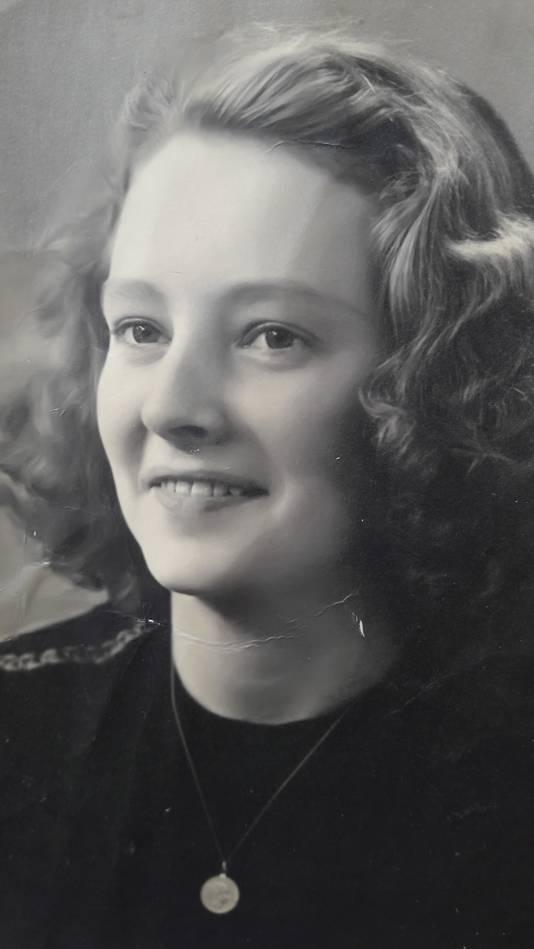 Nellie van Loenhout in haar jonge jaren.