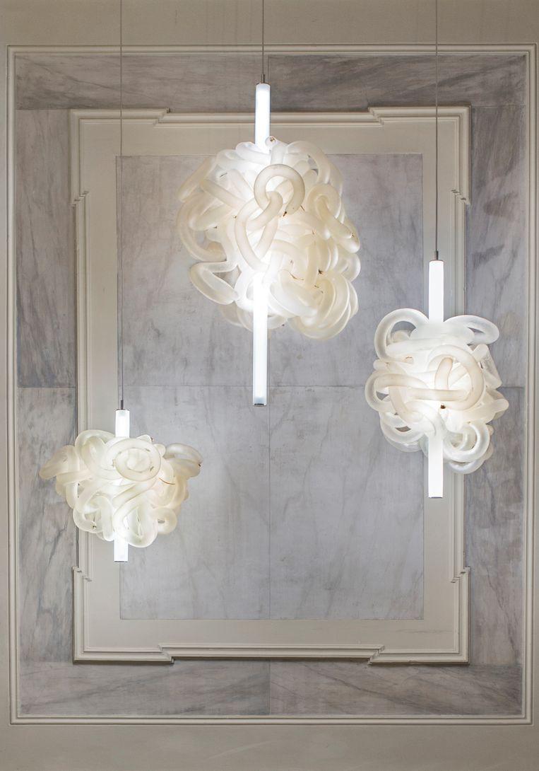 Een lamp gemaakt van een koeiendarm: Inside Out, door Kathrine Barbro.  Beeld rv