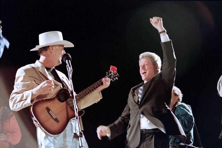 Jerry Jeff Walker samen met Bill Clinton.  Beeld Hollandse Hoogte / AFP