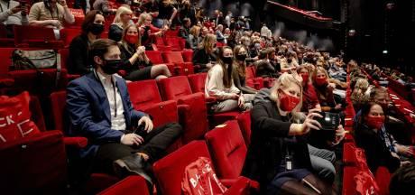 Met 500 man het theater in en niemand die afstand houdt: 'Mijn lichaam moet er even aan wennen'