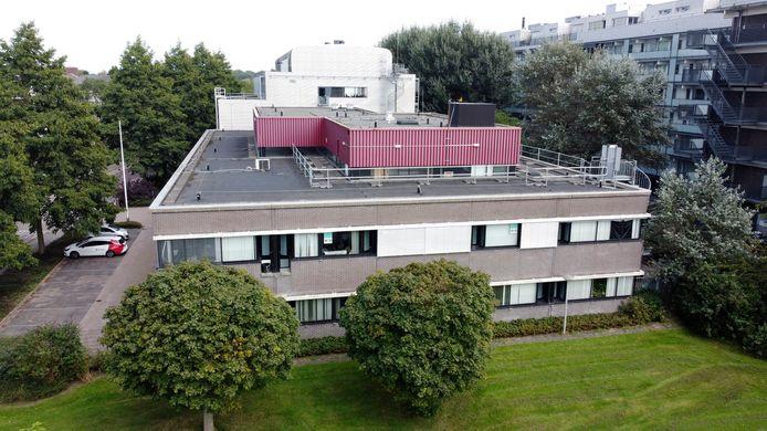 In het voormalig Belastingkantoor in de Gildenwijk komen toch tijdelijk 300 Afghaanse vluchtelingen te wonen.