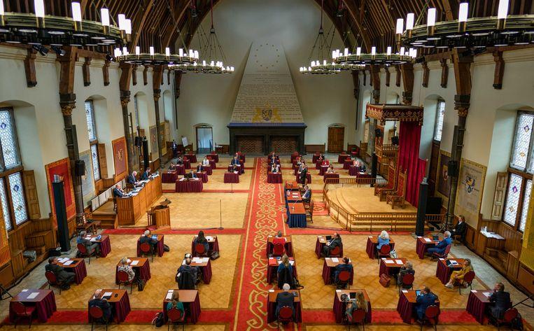 Eerste Kamerleden tijdens de eerste plenaire vergadering in de Ridderzaal. Beeld ANP