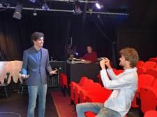 Gezocht: jongeren die iets te zeggen hebben; 'En nu eens niet op social media, maar live, in een echt theatertje'