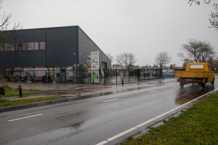 Daams Houthandel, Schuttingbouw en Sierbestrating zit nu nog aan beide zijden van de Dommelseweg in Valkenswaard.