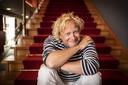 Niek Boes op de trap van stadstheater De Bond. 'Ik ben een entertainer, wil niet in een hokje worden gestopt.'