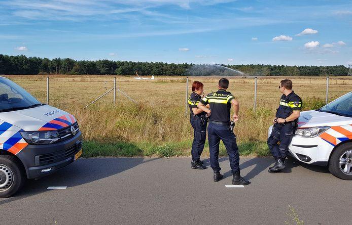 Twee zweefvliegtuigen maakten een noodlanding in Tilburg. Gek genoeg precies op dezelfde plek.
