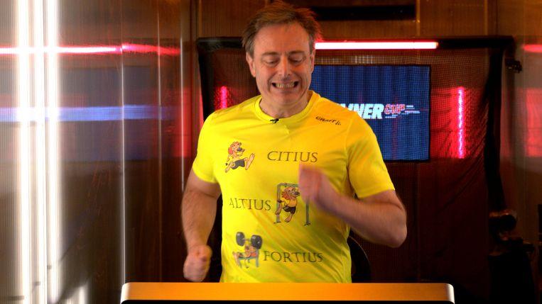 Bart De Wever in De Container Cup Beeld Play4