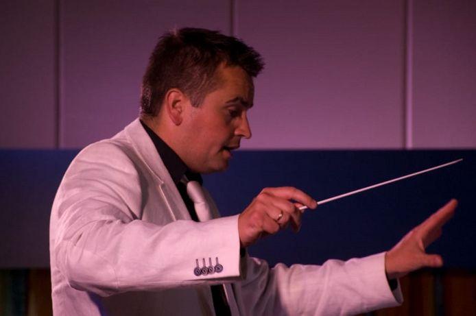 Arnold Zwijgers, dirigent van Crescendo.