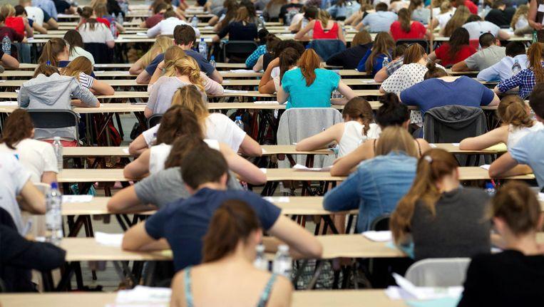 Studenten die meedoen aan het toelatingsexamen arts en tandarts.