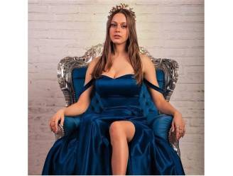 Dansdroom spat na knieblessures uit elkaar, nu mikt Miss Fashion finaliste Alexine (20) op doorbraak als model