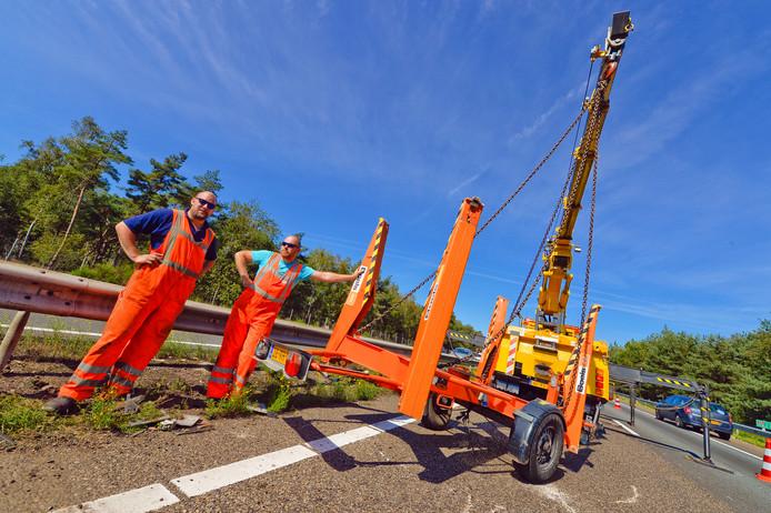 Een gekantelde hoogwerker zorgt voor vertraging op de A2 ter hoogte van Leende in de richting Eindhoven.