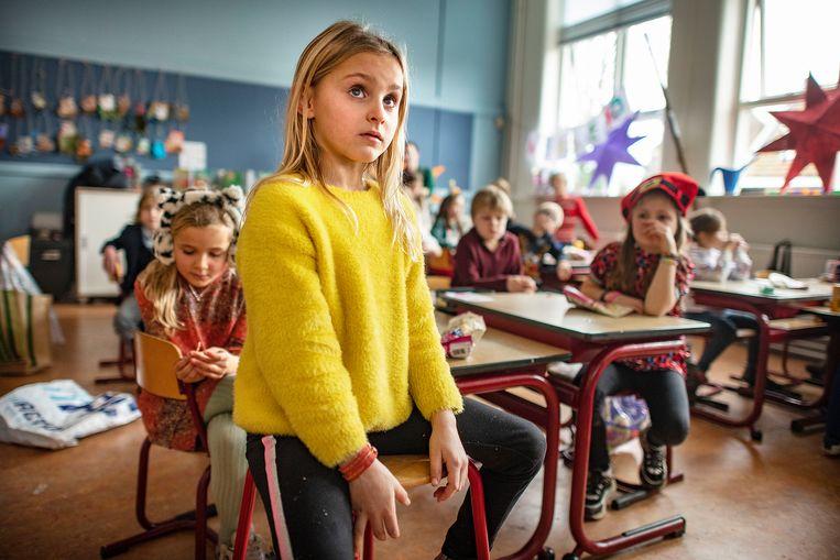 De schooldirecteur heeft begrip voor de sluiting, maar zet er ook vraagtekens bij: 'Van basisschoolkinderen kun je niet dezelfde zelfstandigheid verwachten als van leerlingen van een middelbare school.' Beeld Guus Dubbelman / de Volkskrant