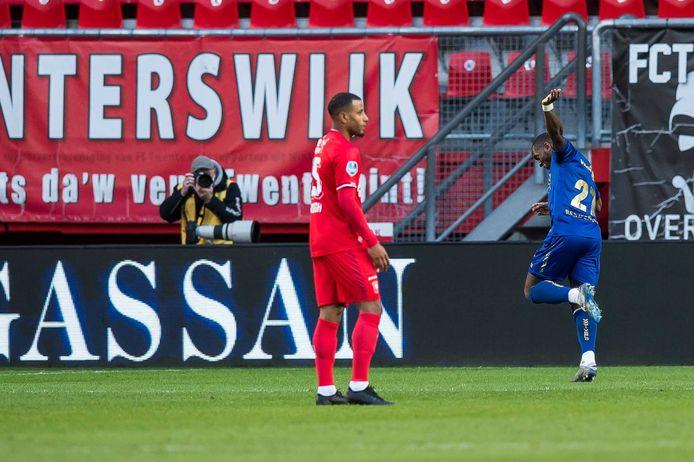 Torino Hunte (r) juicht na zijn doelpunt namens VVV-Venlo.