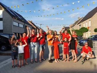 """Hooiopper in Minderhout kleurt rood, maar ook een kléin beetje oranje: """"Wie wordt kampioen? De Rode Duivels, maar een beetje jennen kan geen kwaad"""""""