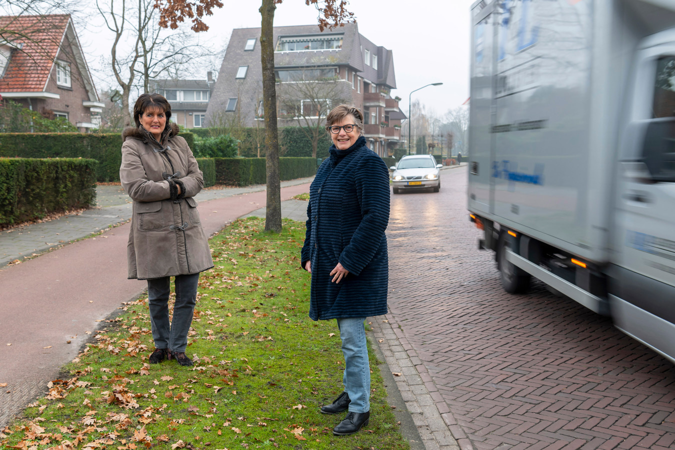 Franca van der Linden (links) en Nellke