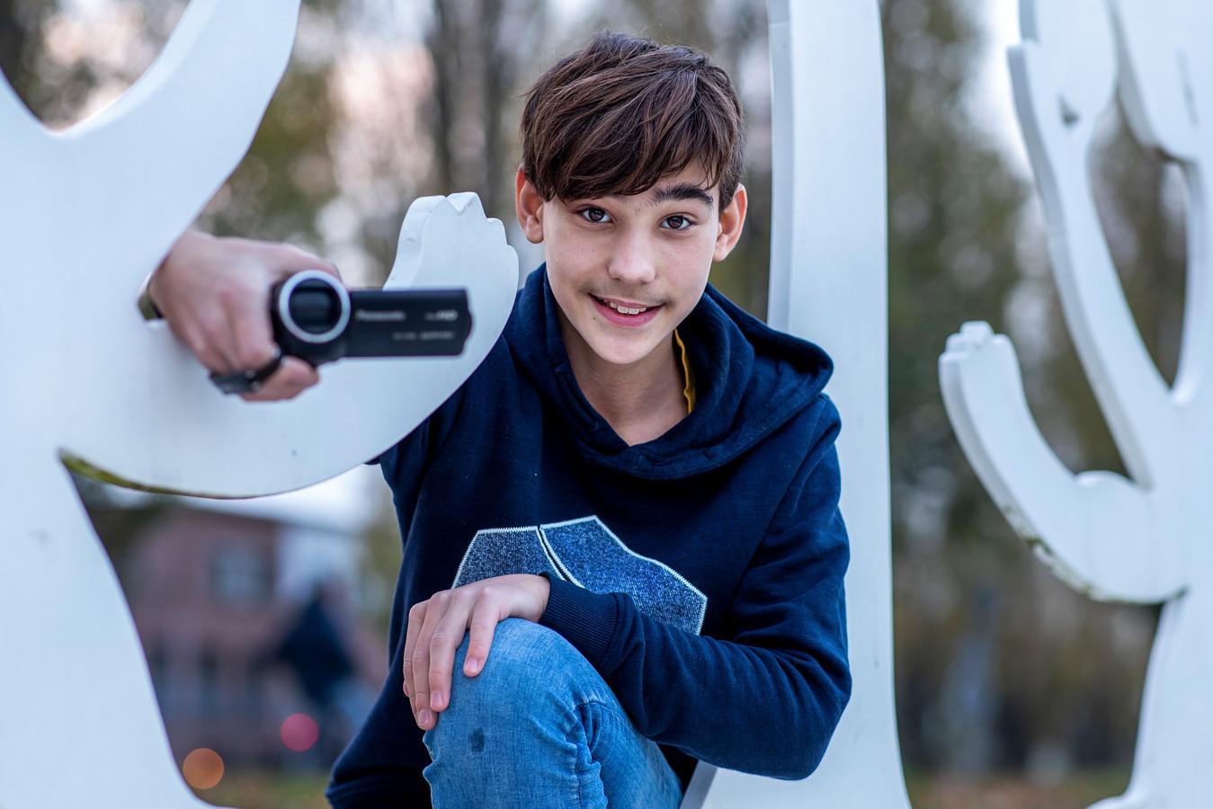Aaron Bosselaar (13) schreef met zijn vader een boek toen hij tien jaar oud was.